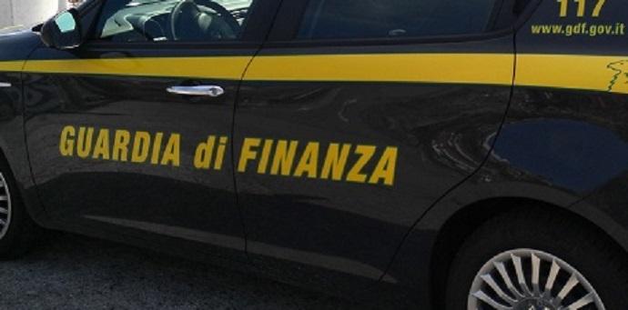 Puglia: scontro in città tra un'auto e una pattuglia di finanzieri. 5  feriti a Foggia - le foto -
